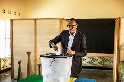 Paul Kagame votando