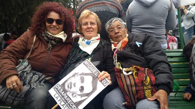 La madre del jóven desaparecido, Miguel Brú, presente en la marcha.
