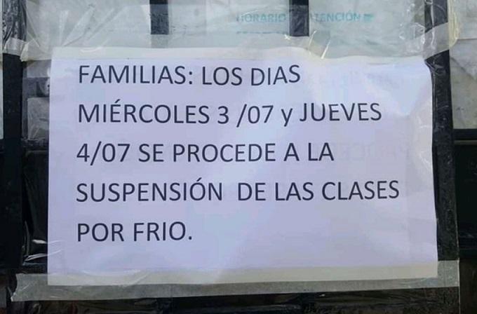 Cartel instalado en la Escuela Primaria N° 18 de General Pueyrredón