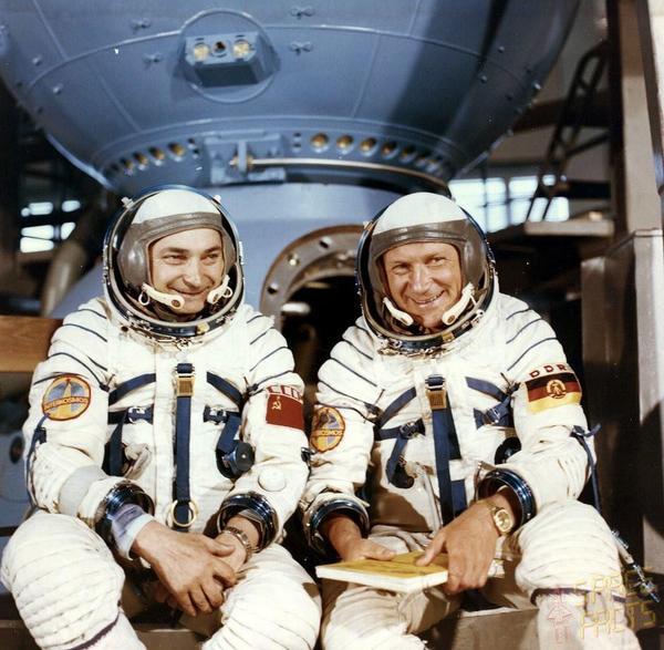 1978. El 26 de agosto de ese año Sigmund Jähn (derecha), de la RDA, se convirtió en el primer alemán en el espacio con la misión Soyuz 31