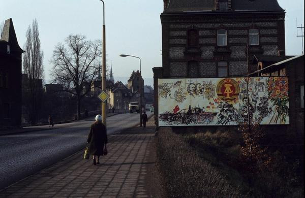 1979. Calle Bahnhofstraße, ciudad de Saalfeld.