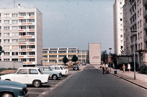 1980. Nuevas construcciones en una zona residencial de la calle Albert-Klink-Straße de Potsdam