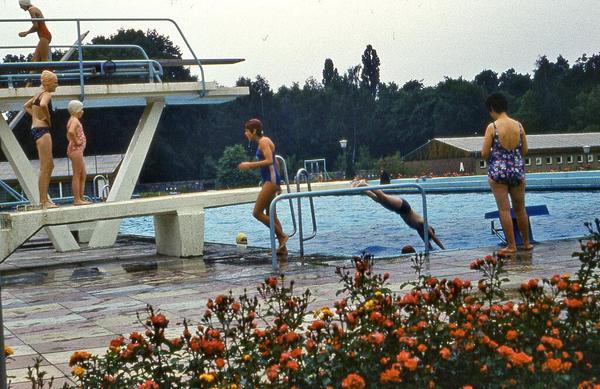 1980. Piscina en Teltow