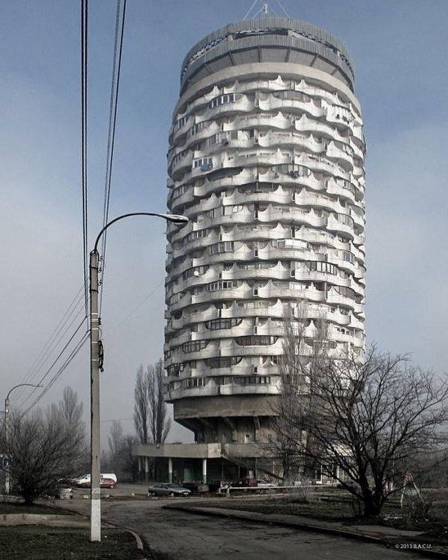 Chisinau, Moldavia. Torre de viviendas colectivas para pequeñas unidades familiares (1986)
