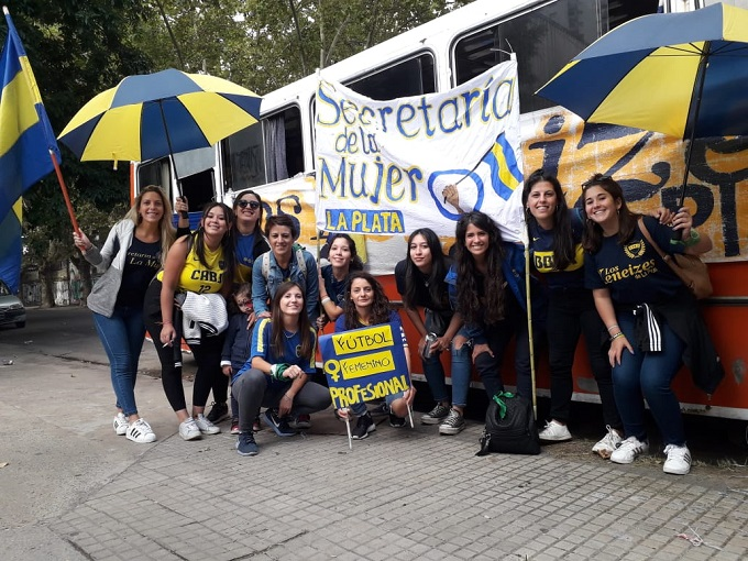 Integrantes de la Secretaría de la Mujer de la peña Lxs Xeneizes La Plata.