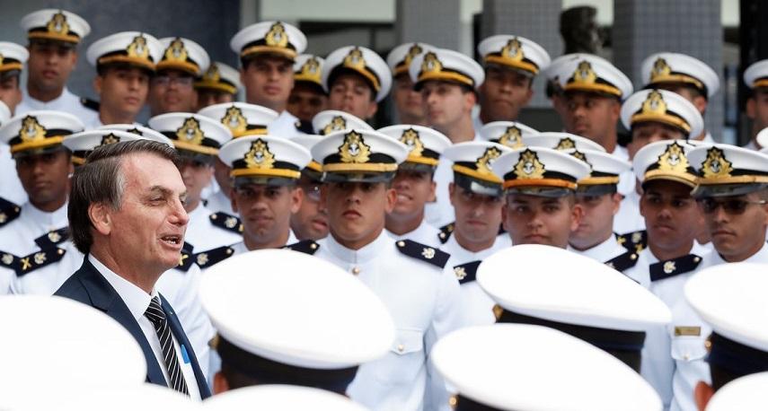 """Bolsonaro: """"El gran ancla de mi gobierno son las Fuerzas Armadas ..."""