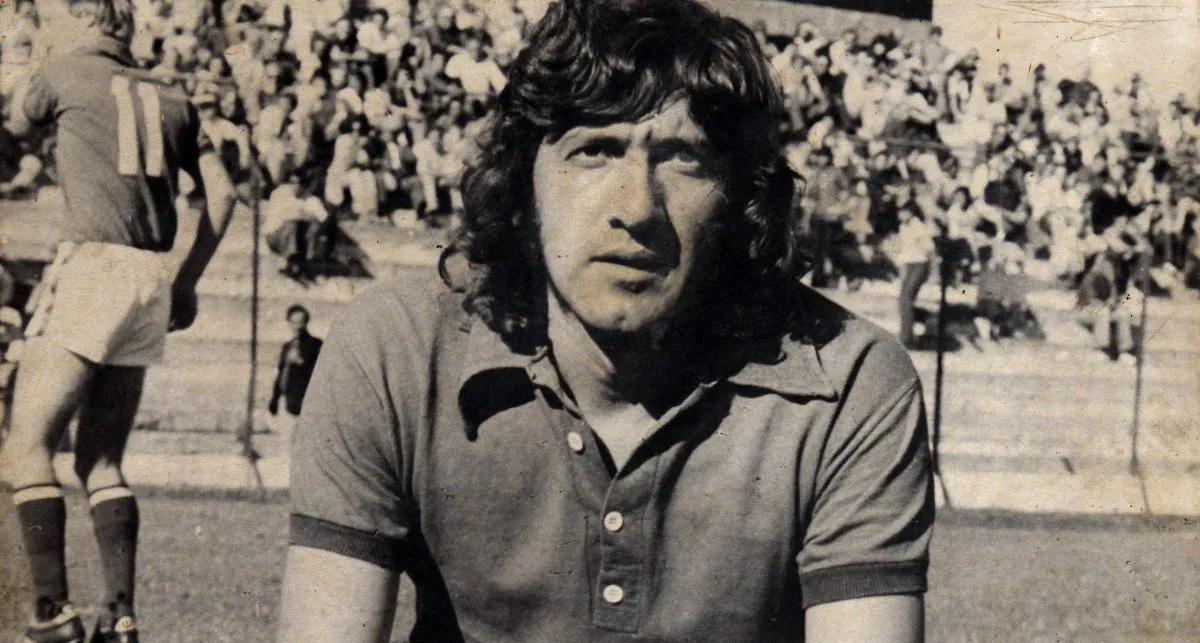 Murió el Trinche Carlovich, un futbolista de culto   Notas